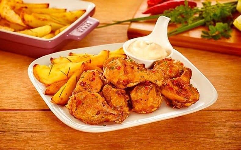 frango-a-passarinho-frito-com-tempero-caipira-e-batata-rustica-com-maionese-de-alho-4896994-7905602-1972026